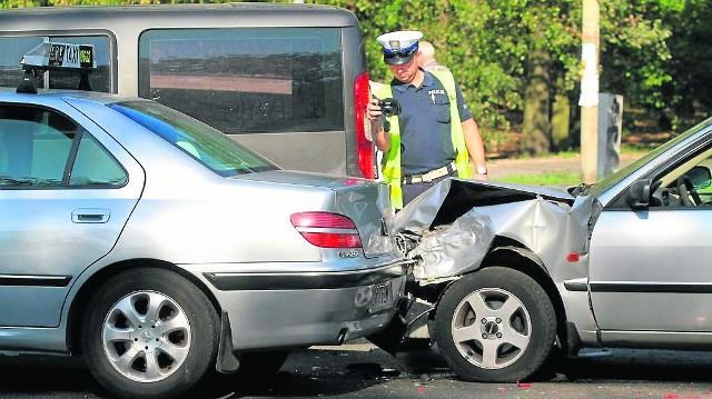 W przypadku ucieczki sprawcy wypadku warto zapamiętać jego rysopis i numery rejestracyjne samochodu