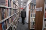 Czytanie bez barier: Biblioteka Raczyńskich rozpoczęła nową akcję dla osób niepełnosprawnych. Książki dostarczą im pracownicy biblioteki