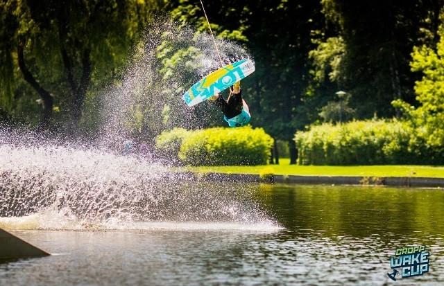 Chcesz zobaczyć w akcji najlepszych wakeboardzistów w kraju? Nie może zabraknąć się w sobotę nad jeziorem Lipno