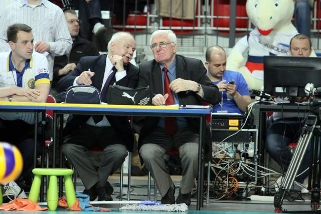 Władysław Pałaszewski (w okularach), w latach 70-tych był trenerem Resovii, obecnie pełni funkcję kwalifikatora sędziów siatkarskich.