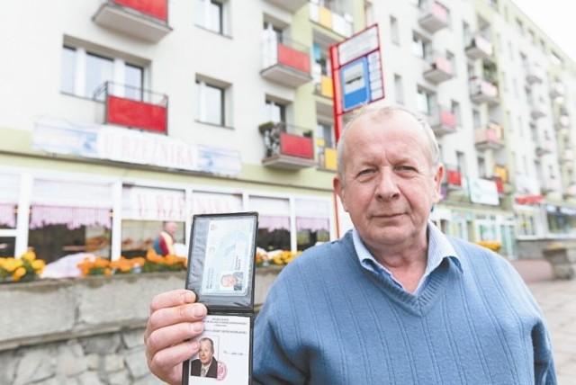 Mam problemy z poruszaniem się. Często tracę równowagę, w związku z tym trudno mi klikać kartą miejską w autobusie - skarży się Stanisław Skutnik.