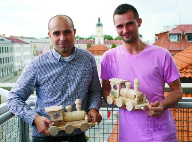 Mariusz Maciej Sokołowski (z lewej) i Marcin Szarkowski to dwoje z trójki laureatów projektu organizowanego przez Stowarzyszenie Szukamy Polski