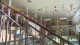 Wypadek w szkole w Elblągu. Chemiczka poprosiła o przeniesienie paczki. Uczeń potknął się i poparzył kwasem. Zarzuty dla nauczycielki