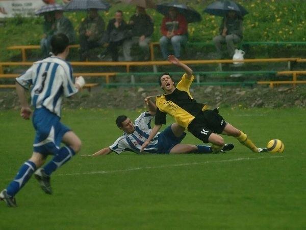 Wisloka Nowy Zmigród - LKS SkolyszynWisloka Nowy Zmigród (zólto - czarne stroje) pokonala w niedziele u siebie LKS Skolyszyn 3-0.