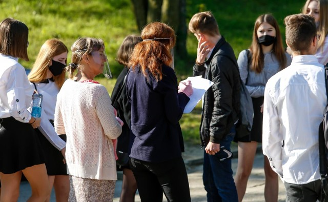 W bieżącym roku szkolnym 2020/2021 egzamin ósmoklasisty, podobnie jak matura, odbędzie się w maju