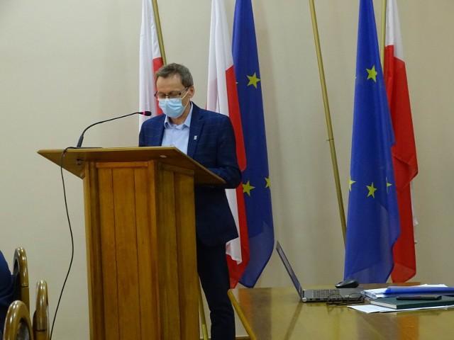 Burmistrz Artur Mikiewicz podkreśla, że jako zamawiający podjęli decyzję o odrzuceniu trzech ofert, których treść nie odpowiadała treści specyfikacji istotnych warunków zamówienia