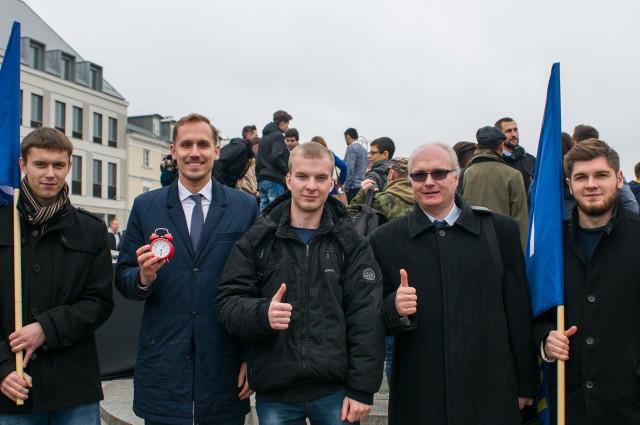 Członkowie i sympatycy partii Wolność z Wyszkowa z wiceprezesem partii Konradem Berkowiczem (drugi od lewej)