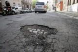 Na ulicach miasta trwa łatanie dziur. Możliwe utrudnienia [LISTA]