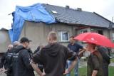 W Rogach ludzie wciąż żyją bez dachu nad głową