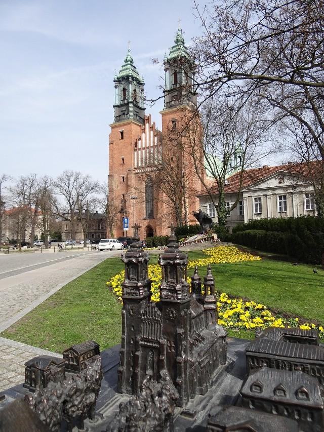 Puzzle: Zbuduj sobie poznańską katedrę!
