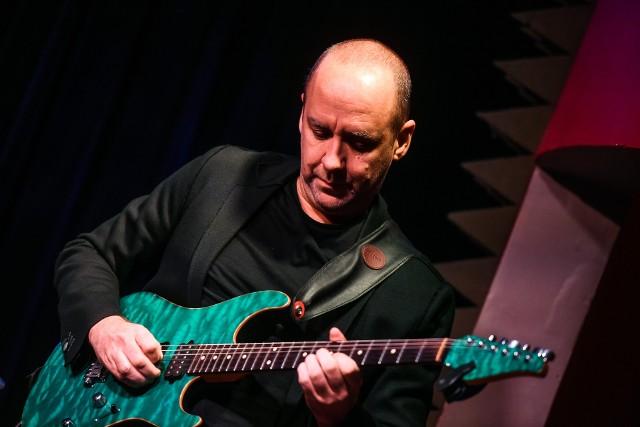 Marek Napiórkowski podczas koncertu w klubie Blue Note
