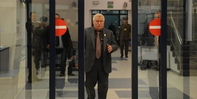 W czwartek samolot z Lechem Wałęsą wylądował w Babimoście z półgodzinnym opóźnieniem