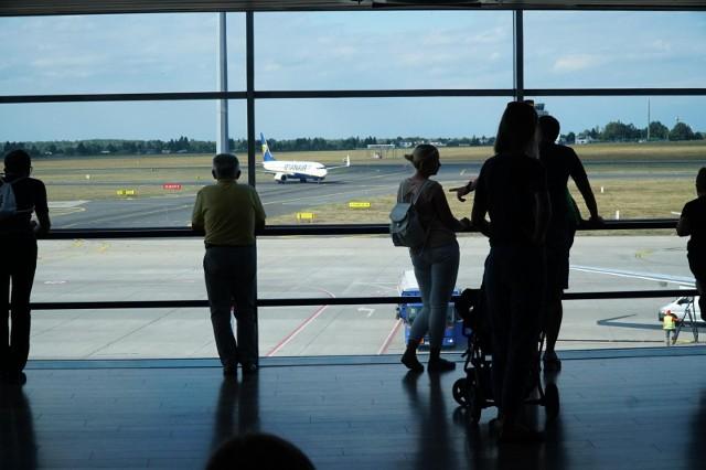 Lotnisko Poznań-Ławica poszerza swoją ofertę lotów bezpośrednich. W sezonie zimowym polecimy z Poznania bez przesiadek nawet do Tajlandii. Biuro podróży Rainbow Tours proponuje 4 egzotyczne kierunki wprost ze stolicy Wielkopolski.