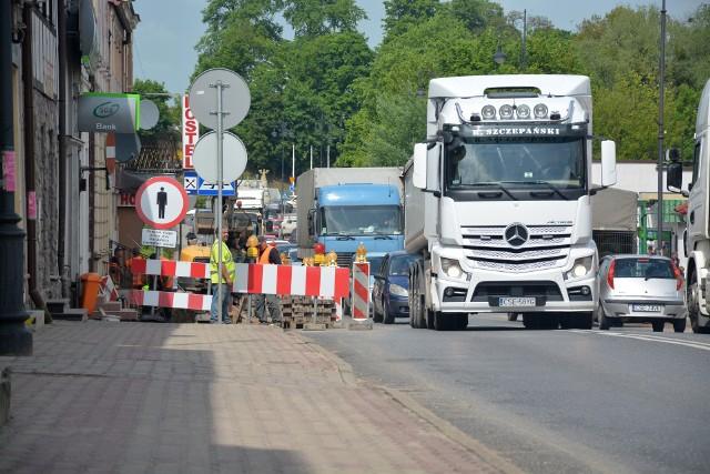 W Sępólnie trwa remont chodników wzdłuż ulicy Hallera. Są utrudnienia w ruchu