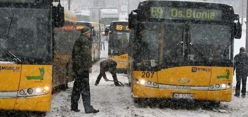 To nie zajezdnia autobusowa, tylko ul. Ujejskiego. Wczoraj utknęło tam sześć pojazdów linii 69