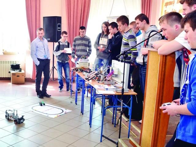 Dla młodych zafascynowanych techniką zorganizowano warsztaty i pokazy.