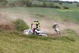 Sowlany. Wypadek motocyklistów na polnej drodze