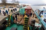 Niecodzienny rejs Wisłą. Barka przypłynęła do Chełmna, a teraz wraca do Gdańska z ładunkiem. Mamy zdjęcia