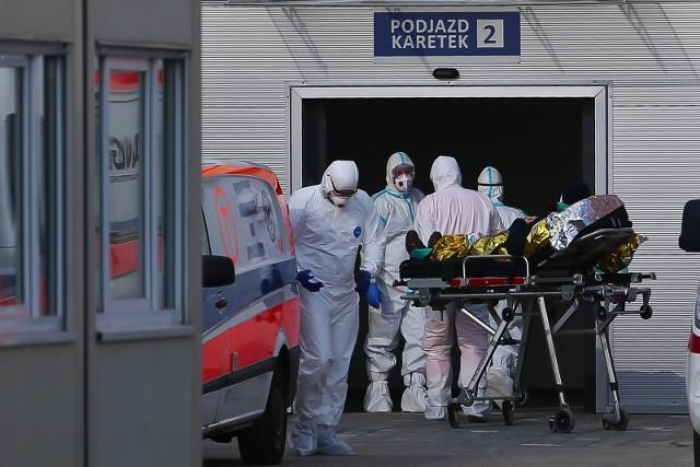 Niepokojąco rośnie liczba zakażonych, którzy wymagają leczenia w szpitalu. Zdjęcie ilustracyjne