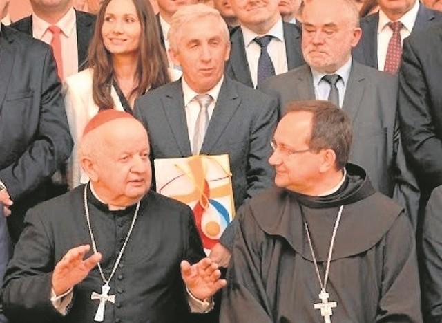 Burmistrz Kazimierzy Wielkiej Adam Bodzioch (w środku) brał także udział w spotkaniu z kardynałem Stanisławem Dziwiszem.