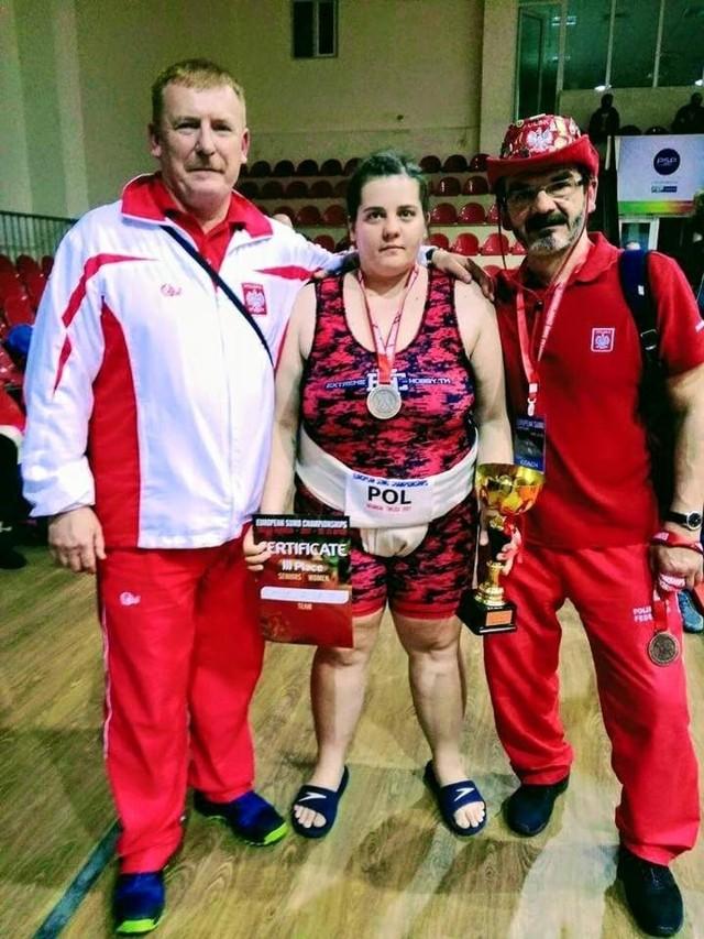 Natalia Brzykcy z trenerami kadry na ME w Tbilisi