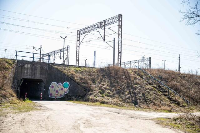 Tak wygląda rejon przejścia pod torami, które łączy ul. Starosielce z ul. Zielonogórską.