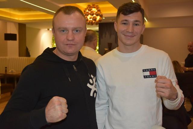 Jakub Martys (z prawej) ze swoim trenerem ze skarżyskiego klubu Krzysztofem Ogłozą.