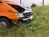 Piątnica. Wypadek na skrzyżowaniu DK63 i DW668. Oba pojazdy wylądowały w rowie (zdjęcia)