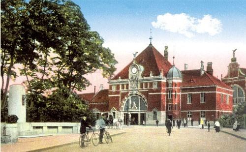 Budowa nowego dworca kolejowego skróciła ul. Krakowską. Wcześniej przecinała tory kolejowe.