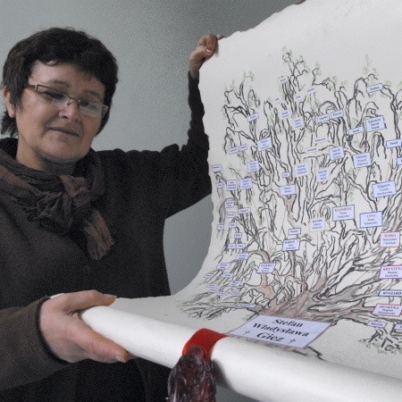 """- Zawsze miałam dryg do tego rodzaju prac graficznych, ale """"surowca"""" w postaci nazwisk dostarczył mi Zbyszek Urbanowicz - podkreśla Elżbieta Sitkiewicz"""