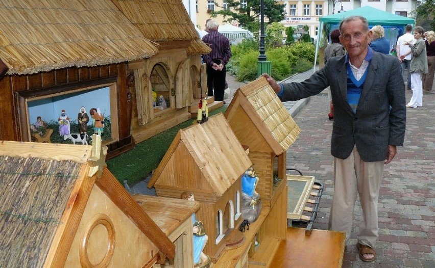 Jedną z największych atrakcji poprzednich jarmarków był rzeźby i ule miejscowego artysty i pszczelarza Tadeusza Bryszkowskiego.