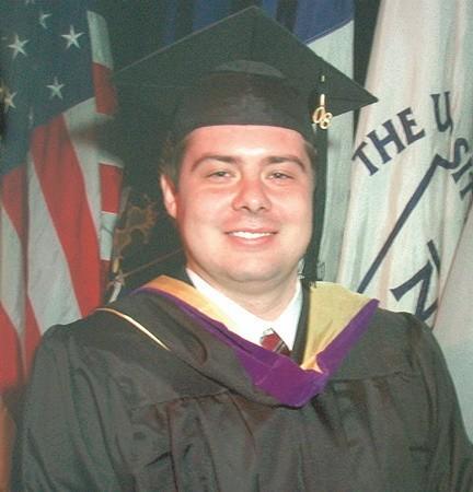 Tomasz AntkiewiczmMa 25 lat, kawaler, absolwent Zespołu Szkół Ogólnokształcących nr 2 w Zielonej Górze. Po maturze wyjechał do USA, gdzie skończył John Jay College of Criminal Justice, który należy do City University of New York, mieszka na Brooklynie.