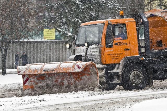 Za odśnieżanie bydgoskich ulic odpowiadają dwie firmy: Corimp i Remondis. Tej zimy ich pracownicy tylko raz usuwali śnieg z miejskich dróg