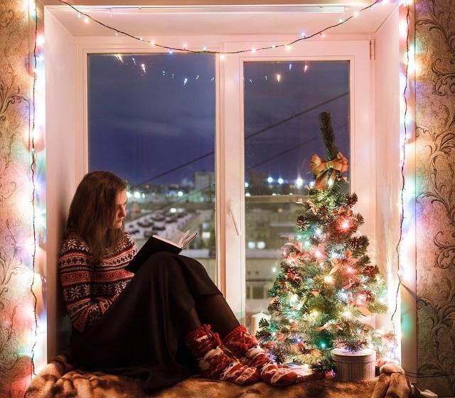Życzenia świąteczne - śmieszne czy poważne? Przed każdymi świętami głowisz się, jakie życzenia bożonarodzeniowe powinieneś napisać? Świątecznych życzeń jest wiele, wybraliśmy dla Was te najciekawsze i najpiękniejsze. Zobaczcie też śmieszne życzenia na Boże Narodzenie. ŻYCZENIA NA BOŻE NARODZENIE, WIERSZYKI