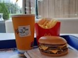 Zestaw Maty w McDonald's to szaleństwo. Fani rapera Maty ustawiają się w kolejkach, by kupić zestawy McDonald's