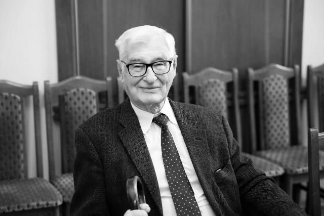 Prof. Andrzej Kossakowski nie żyje