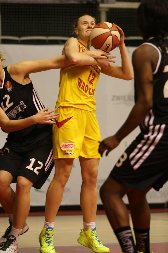 Kinga Bandyk znów zdobyła najwięcej punktów dla Ślęzy (16)