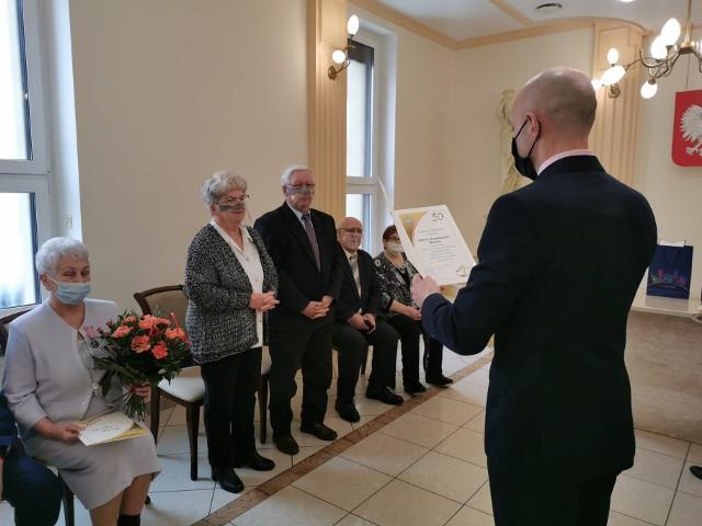 Uroczystość prowadził Sławomir Wojciechowski, kierownik Urzędu Stanu Cywilnego w Nowej Soli.