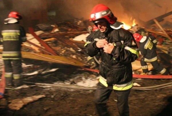 Pożar wybuchł w domu jednorodzinnym od zwarcia instalacji elektrycznej.