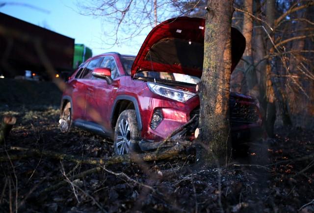 W piątek 12.03.2021 r. po godz. 17.00 na drodze krajowej 22 między Człuchowem a Jastrowiem zderzyły się cztery samochody - dwa osobowe, bus oraz ciężarówka. Poszkodowane zostały dwie osoby.