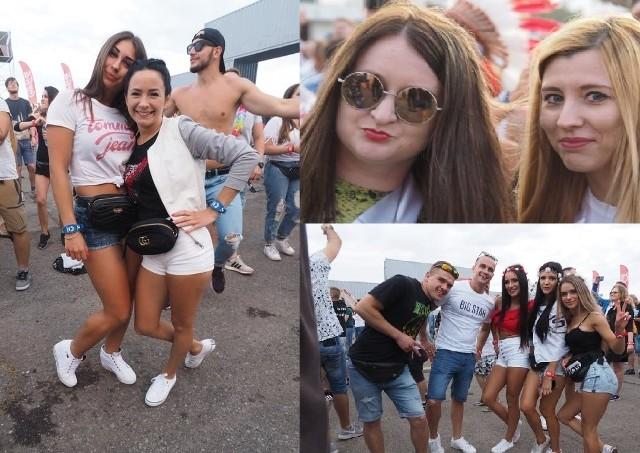 Rozpoczął się Sunrise Festival 2019. Jesteście ciekawi, jak bawili się festiwalowicze podczas pierwszego dnia imprezy? Zobaczcie nowe zdjęcia!Zobacz równieżSunrise Festival 2019. Pierwszy dzień za nami [ZDJĘCIA]Sunrise Festival 2019 w Podczelu rozpoczęty [ZDJĘCIA]