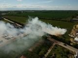 Pożar w Warzymicach. Płonęły bele słomy. Zdjęcia i wideo z drona