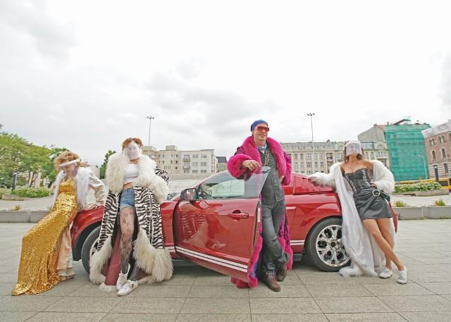 """Nominowany do akcji #Hot16challenge2 Teatr Wielki w Łodzi odpowiedział na wyzwanie. Opera swoją """"szesnastkę"""" umieściła już w sieci.ZOBACZ WIDEO I CZYTAJ DALEJ NA NASTĘPNYCH SLAJDACH"""