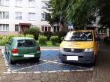 Mistrzowie parkowania w Katowicach nie boją się mandatów? Świadomie łamią przepisy drogowe. Są tysiące interwencji, mandatów i zgłoszeń