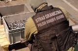 Poznań: Straż graniczna udaremniła na Ławicy próbę przemytu tysiąca zamków do karabinków [ZDJĘCIA + WIDEO]