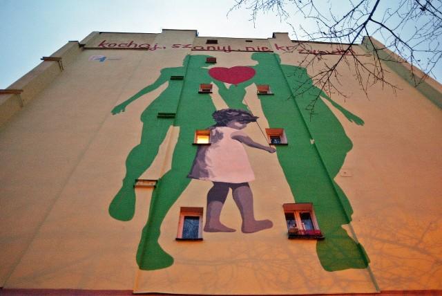 3-letnia Zuzia z Torunia nie żyje. Za wieloma ścianami mieszkań nadal dzieją się dziecięce dramaty.