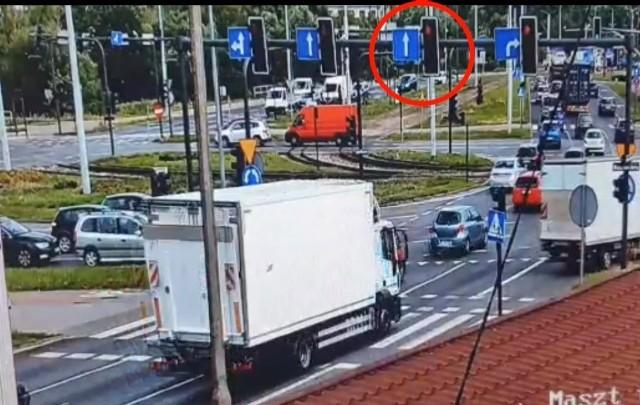 Przewinienia kierowców na Rondzie Toruńskim w Bydgoszczy namierzały Kamery Mobilnego Centrum Monitoriungu