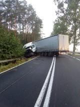 Dobrzyca: Wypadek na DK11. Na odcinku Dobrzyca - Krępsko wywrócił się TIR