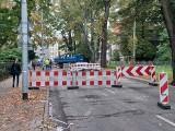 Ulica Wawrzyniaka zamknięta po wczorajszej awarii wodociągu. Trwają jeszcze prace naprawcze