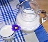 Ile za mleko oferują zakłady? Aktualne stawki i prognozy. Niestety, niekoniecznie różowe